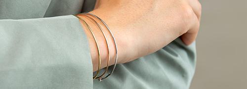 Armbändern